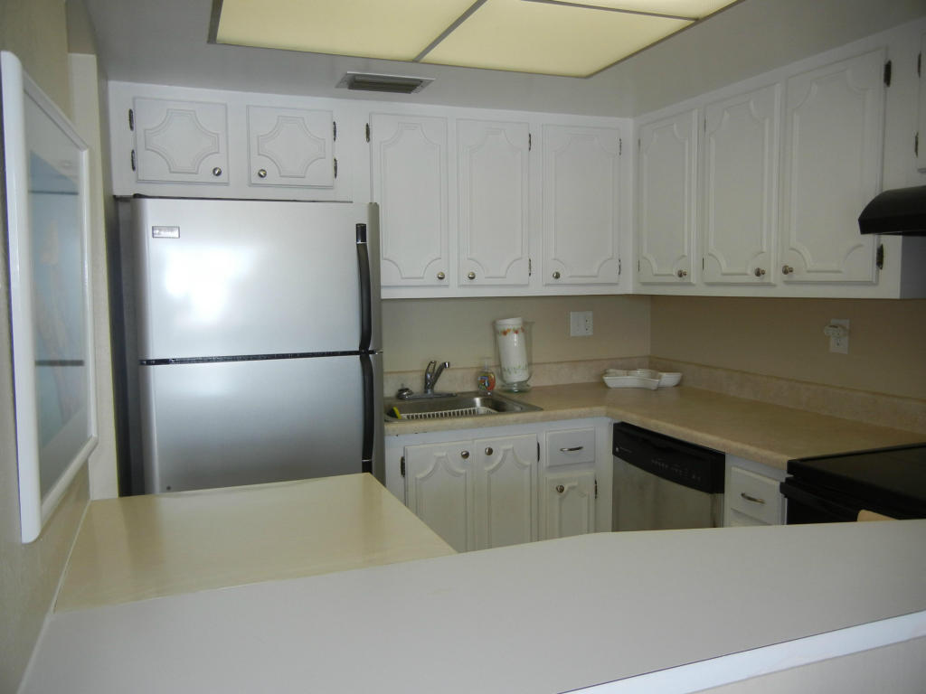 2936 Lake Shore Drive #202, West Palm Beach, FL, 33404 -- Homes For Rent