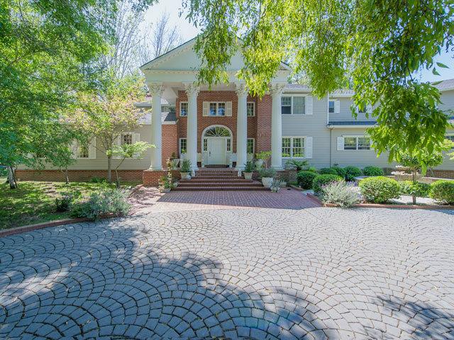 Single Family Home for Sale, ListingId:27574284, location: 8 HOMS CT Hillsborough 94010